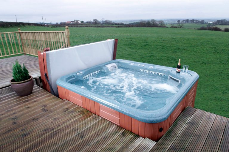 Large Outdoor Jacuzzi Hot Tub